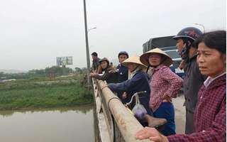 Dừng xe trên cầu cãi nhau, vợ bất ngờ nhảy xuống sông mất tích