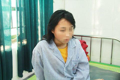 Nữ sinh bị lột đồ đánh đập dã man vẫn liên tục la hét, hoảng loạn.