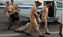 Đại úy CSGT Bà Rịa - Vũng Tàu bị ôtô bán tải ép ngã đã tử vong