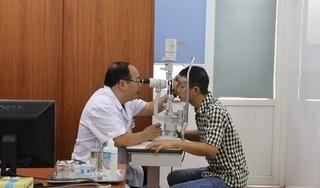 Bác sĩ cảnh báo những sai lầm khi dùng nước muối sinh lý chữa khô mắt