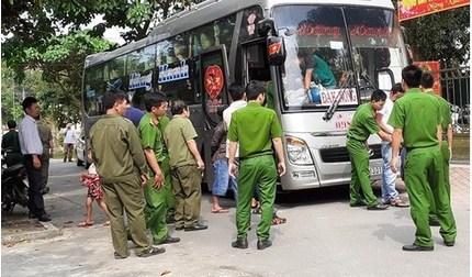 Công an Hà Tĩnh tạm giữ các đối tượng vụ chặn xe khách, nổ súng trên QL1
