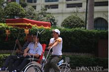 Ảnh: Người Hà Nội vật vã trong nắng nóng đột ngột gần 40 độ C