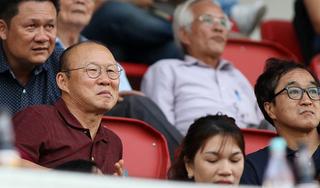 Ra Đà Nẵng dự khán, HLV Park buồn bã chứng kiến Hà Đức Chinh chấn thương