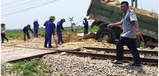 Nghệ An: Xe chở đất bị tàu hoả húc văng, tài xế tử vong tại chỗ