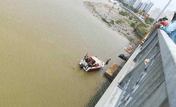 Chưa tìm thấy người chồng nhảy sông Sài Gòn tự tử sau khi chở vợ lên cầu