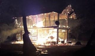 Cháy nhà sàn trong đêm, bé gái 4 tuổi tử vong thương tâm