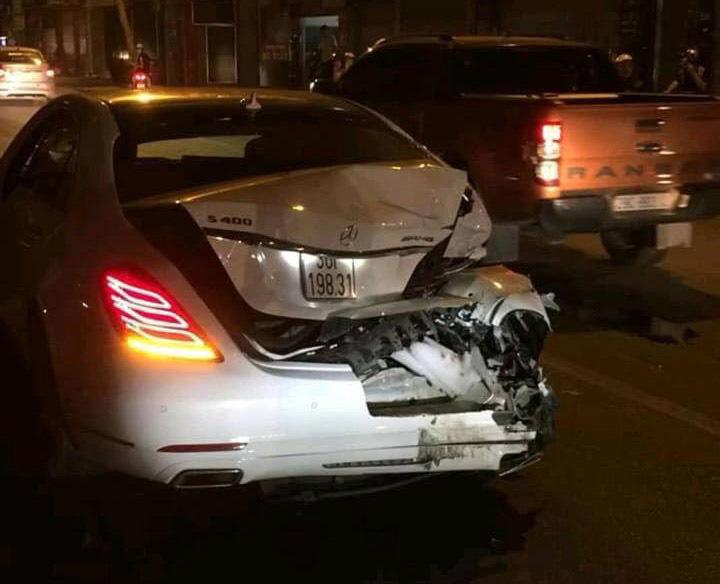Hiện trường ô tô gây tai nạn liên hoàn 1 nữ công nhân tử vong.