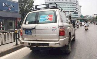 Dán hình kẻ sàm sỡ trên xe, nơi công cộng có phạm luật?