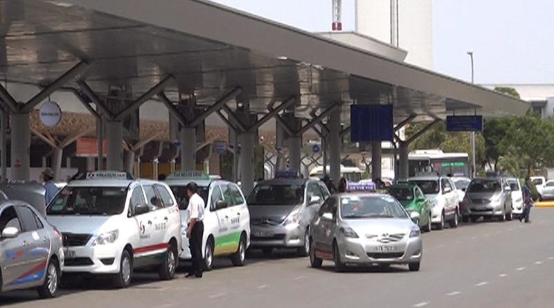 Ô tô vào sân bay đón trả khách trong thời gian ngắn sẽ không mất phí