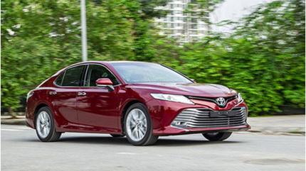 Vừa ra mắt, Toyota Camry 2019 đã đội giá cả trăm triệu