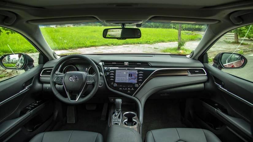 Toyota Camry 2019 có mức 'bia kèm lạc' lên tới cả trăm triệu