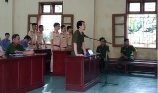 Hà Nam: Bị tuyên phạt 2 năm tù vì dùng đá ném vỡ kính xe của CSGT