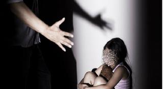 Bắt giam nhân viên y tế học đường nhiều lần dâm ô bé gái 12 tuổi