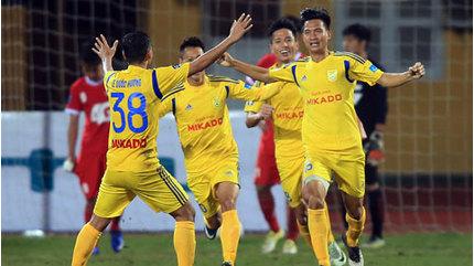 HLV Nguyễn Văn Sỹ nói gì trước trận quyết đấu SLNA?