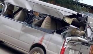 Bắc Giang: Ô tô 16 chỗ tông vào đuôi xe tải, 4 người thương vong