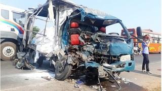 Tin tức TNGT ngày 26/4/2019: Xe máy đấu đầu xe tải, 1 người tử vong