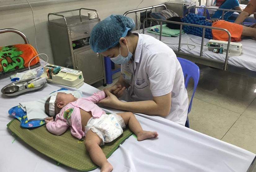 Liên tiếp các ca trẻ viêm não biến chứng thần kinh nguy hiểm, hầu hết đều không tiêm vắc xin
