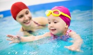 Mẹo nhỏ giúp loại bỏ hết nước trong tai khi đi bơi