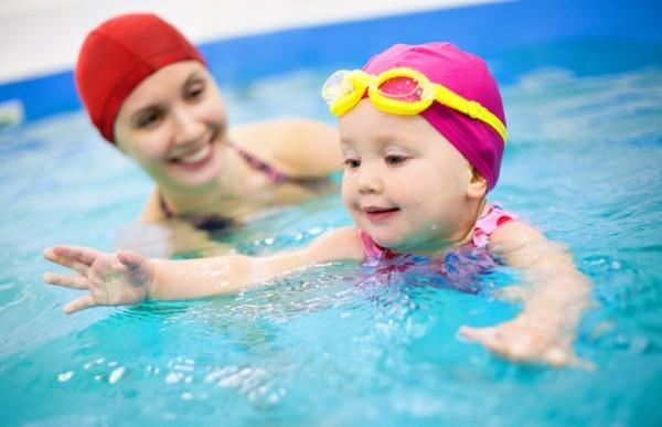Mẹo nhỏ giúp loại bỏ hết sạch nước trong tai khi đi bơi