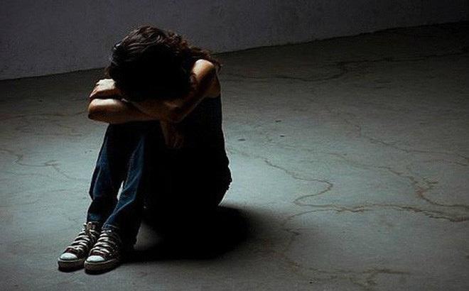 Khởi tố người bố hiếp dâm con gái ruột đến mang thai