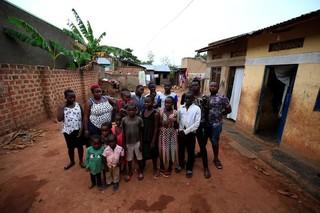 Cuộc sống vật lộn của bà mẹ đơn thân 39 tuổi với 38 đứa con