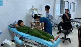 Người dân dân cầu cứu trên Facebook, 30 công an tình nguyện hiến máu cứu người