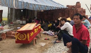 Vụ đi trả nợ bị đánh chết: Người nhà đưa thi thể nạn nhân về mai táng