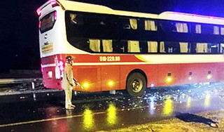 Tông vào xe khách, một thiếu tá quân đội tử vong trên đường