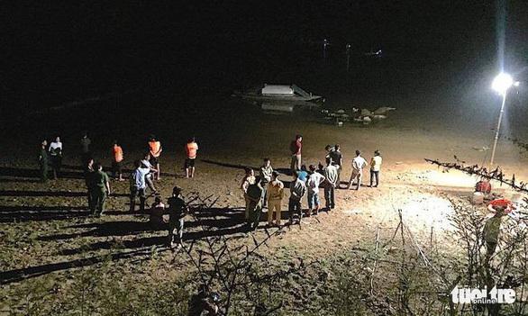 Lực lượng chức năng đã tìm thấy thi thể 3 em học sinh đuối nước tử vong. Ảnh Tuổi Trẻ