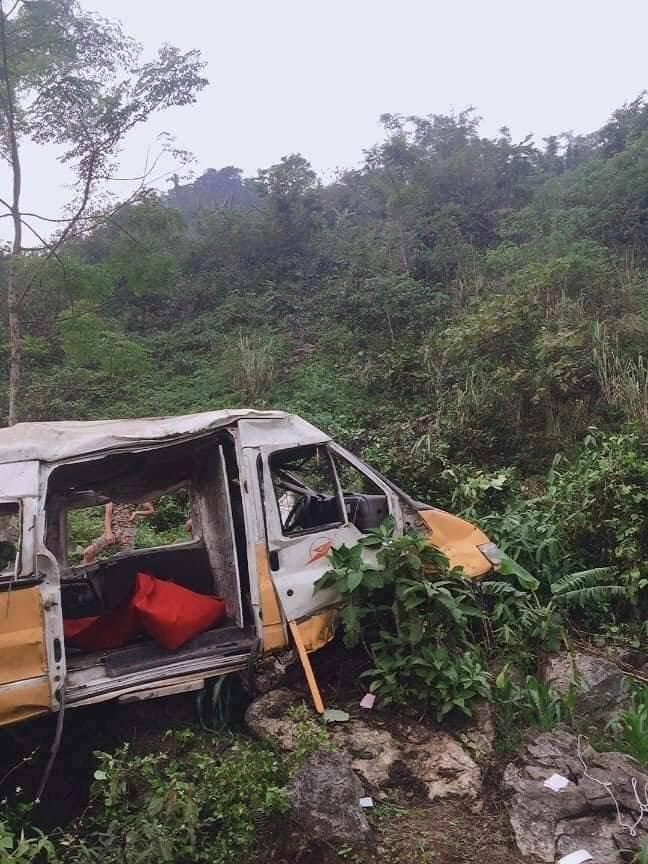 Ô tô lao xuống vực sâu 100 mét, hai vợ chồng tài xế thoát chết thần kỳ
