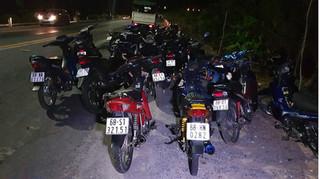 Bắt quả tang hàng trăm nam thanh nữ tú tụ tập đua xe gây náo loạn tuyến đường Xuyên Á