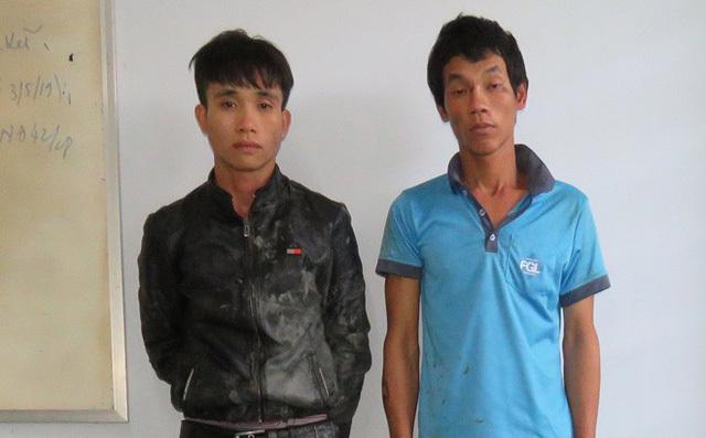 Hai thanh niên táo tợn chém người đi đường cướp xe máy
