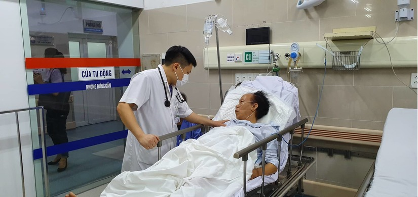 Đang đá bóng dưới trời nắng nóng, nam bác sĩ bất ngờ ngã xuống hôn mê rồi tử vong 3