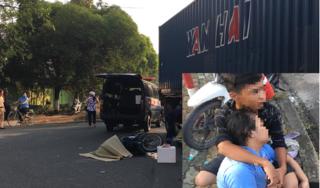 Con trai ôm mẹ khóc ngất bên thi thể người cha bị xe container cán tử vong