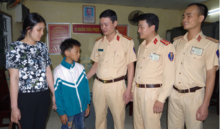 Nhớ mẹ, cậu bé 11 tuổi đạp xe từ Nam Định lên Hà Nội đi tìm rồi thất lạc