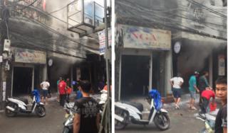 Người đàn ông đổ xăng, đốt cửa hàng thời trang trong sự ngỡ ngàng của nhiều người