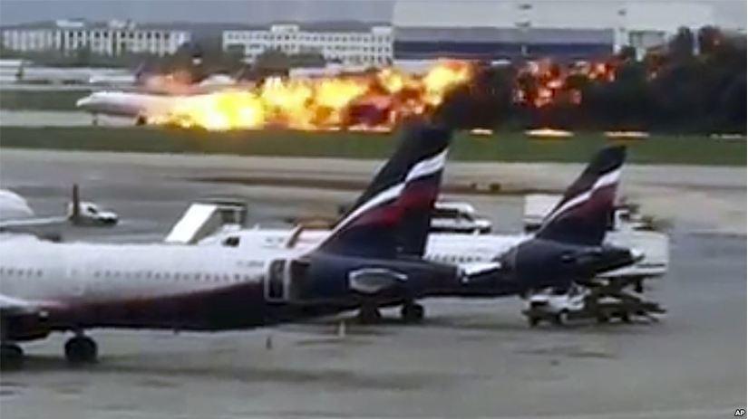 Cháy máy bay dân sự ở Nga, 13 người thiệt mạng