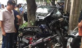 Tông liên hoàn 6 xe máy, ô tô 'điên' chỉ dừng lại khi nát bét đầu