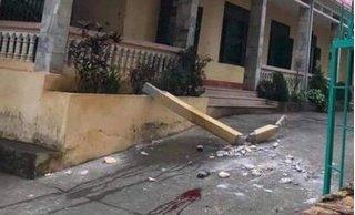 Vụ cột bê tông rơi trúng đầu hai học sinh ở Hòa Bình: Một học sinh đã tử vong