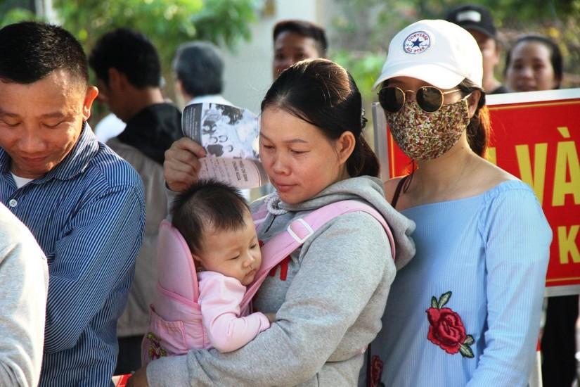 Huế Hàng ngàn người xếp hàng từ 3h sáng vẫn không thể tiêm vắcxin 2