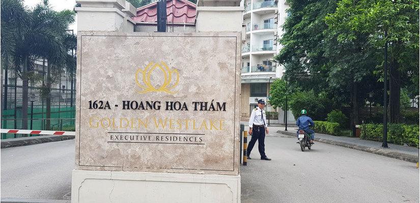 Công an khám xét cửa hàng điện thoại Nhật Cường mobile ở Hà Nội 4
