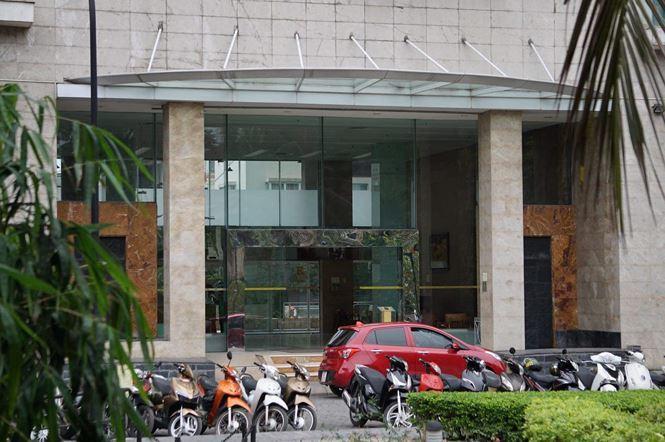 Công an khám xét cửa hàng điện thoại Nhật Cường mobile ở Hà Nội 5