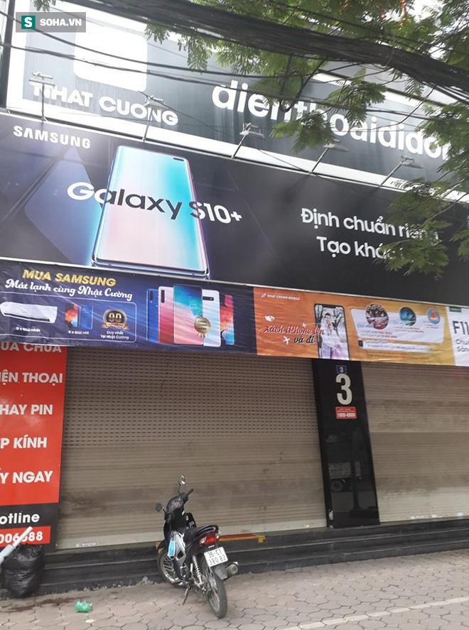 Công an khám xét cửa hàng điện thoại Nhật Cường mobile ở Hà Nội 7