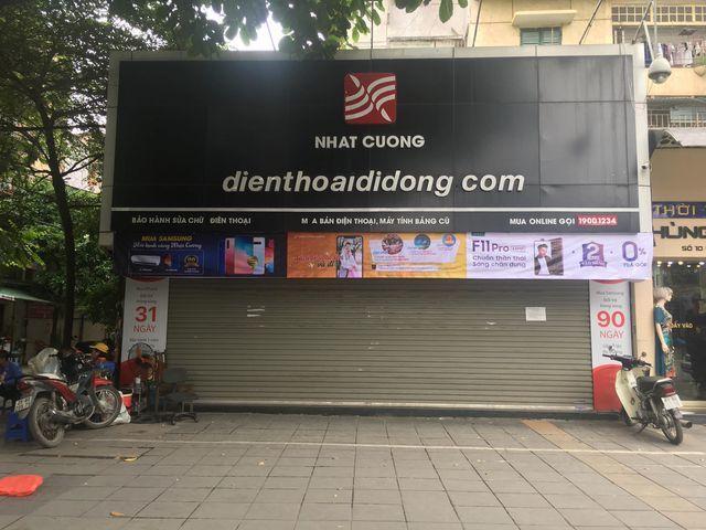 Công an khám xét cửa hàng điện thoại Nhật Cường mobile ở Hà Nội 3