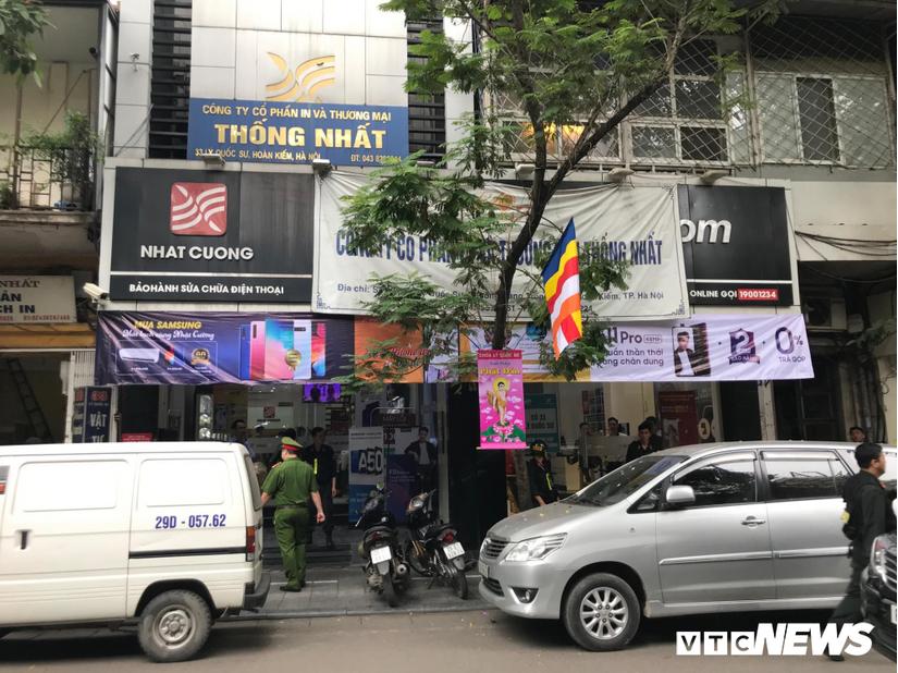 Công an khám xét cửa hàng điện thoại Nhật Cường mobile ở Hà Nội