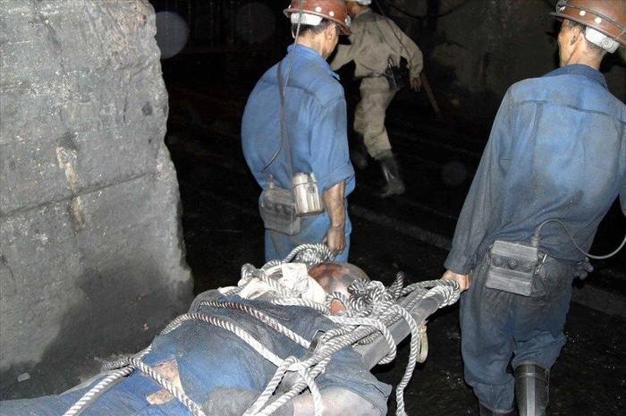 Trượt chân ngã trong lò khai thác than, nam công nhân tử vong