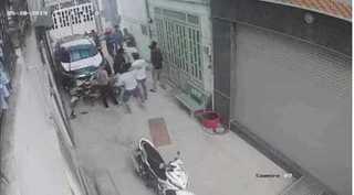 Hỗn chiến kinh hoàng trong hẻm, 1 thanh niên bị chém tử vong