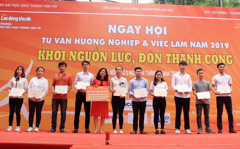 Phó TGĐ Tân Hiệp Phát Trần Uyên Phương chia sẻ bí quyết để đạt được thành công cho sinh viên