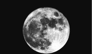 Mặt trăng đang dần co lại theo thời gian