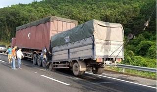 Đâm vào đuôi xe container, tài xế ô tô tải tử vong tại chỗ